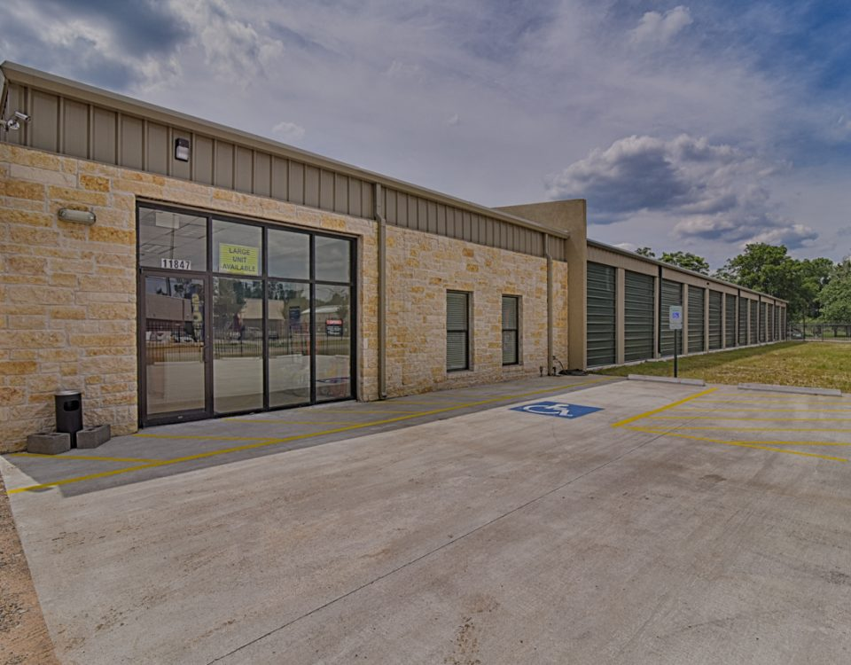 big-space-storage-office-exterior